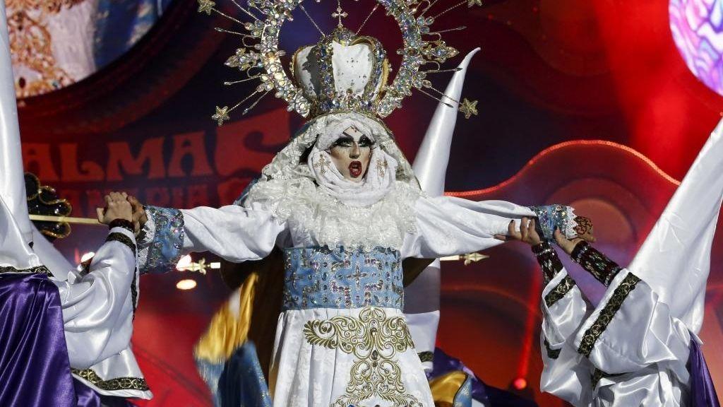 El obispo de Canarias, más triste por la virgen 'drag' que por el accidente de Spanair