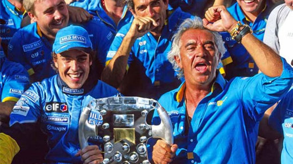 Alonso festeja con todo el equipo Renault la victoria en Hungría. La primera de muchas. FOTO: Archivo.