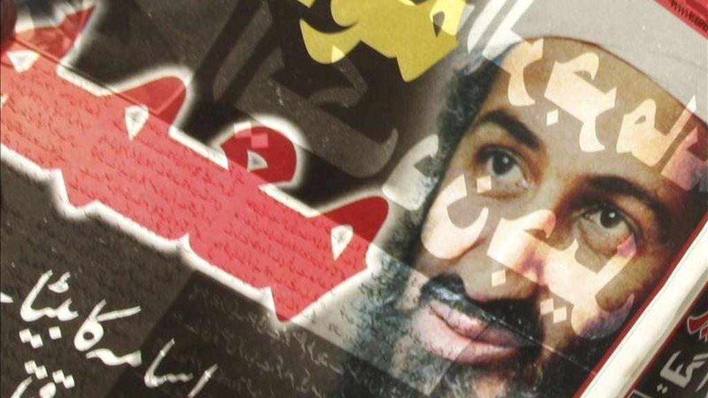 Portada de un periódico local que informa de la muerte del líder de Al Qaeda Osama bin Laden hoy en Nueva Delhi (India). EFE