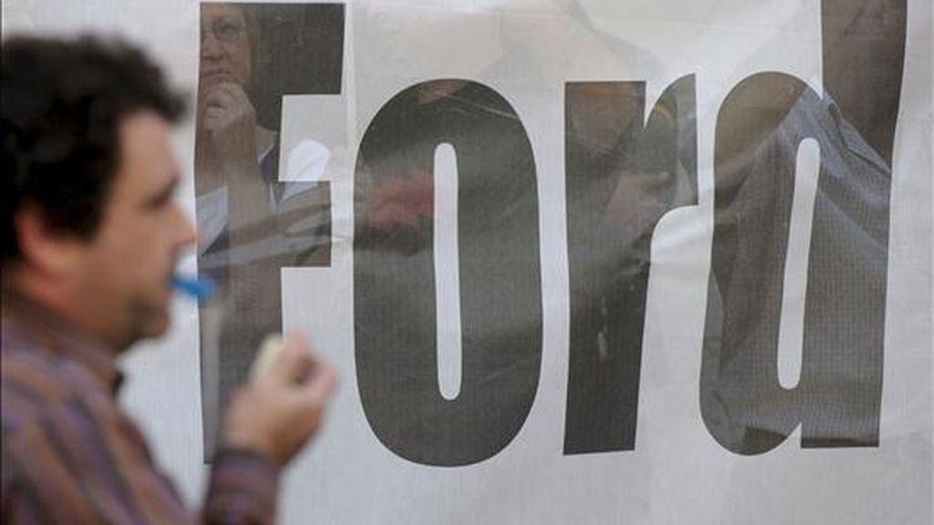 En la imagen, un momento de la concentración de protesta ante el Palau de la Generalitat por el expediente de regulación de empleo (ERE) de la factoría de Ford en Almussafes. EFE/Archivo
