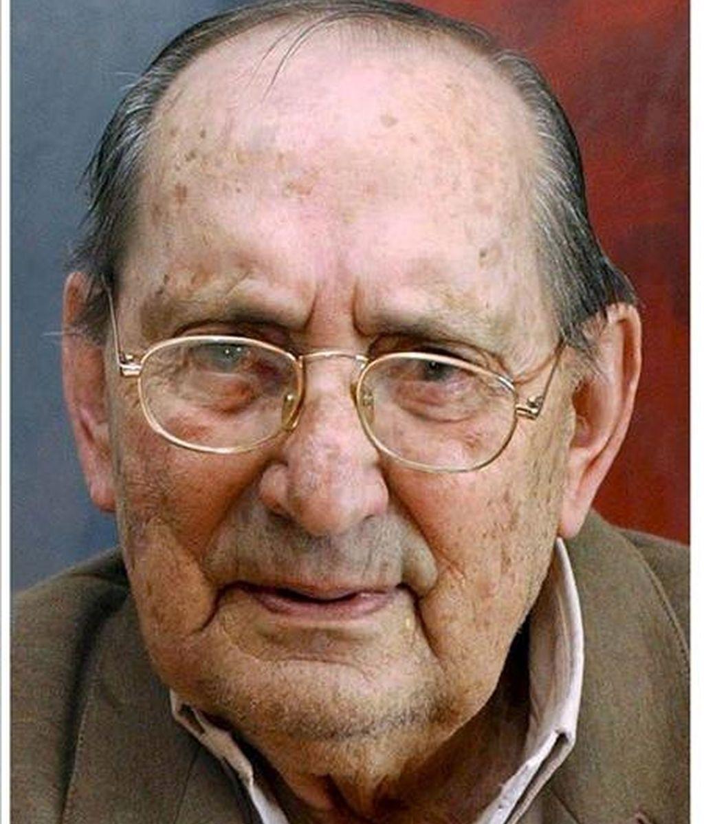 Fotografías de archivo del escritor vallisoletano Miguel Delibes. EFE/Archivo
