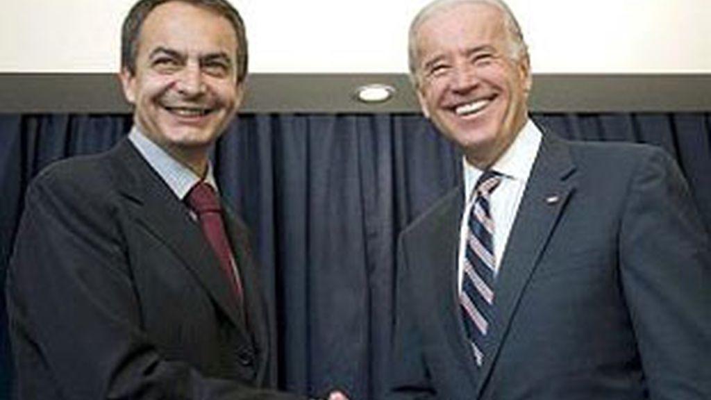 El presidente del Gobierno, José Luis Rodríguez Zapatero, y el vicepresidente norteamericano, Josep Biden, en Chile en 2009.
