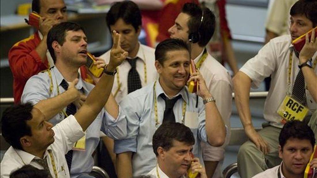 El parqué paulista registró un total de 292.869 transacciones, con 4.960 millones de títulos negociados por un abultado valor de 7.905 millones de reales (unos 3.598 millones de dólares).  EFE/Archivo