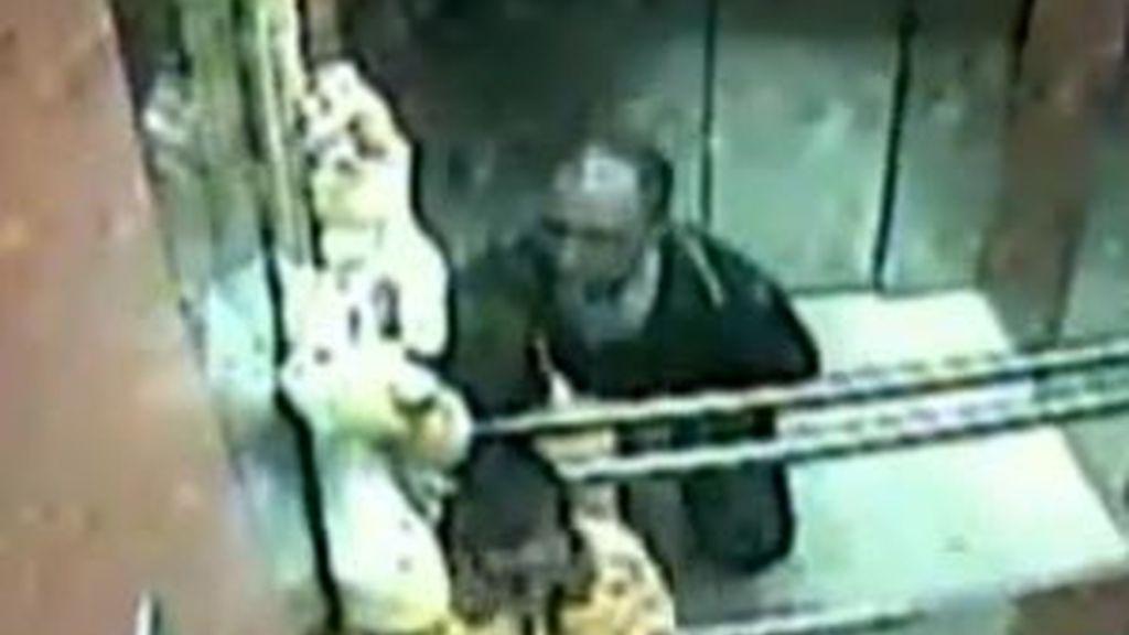 En el vídeo se ve el maltrato a un niño por parte de su padre. Vídeo: Informativos Telecinco.