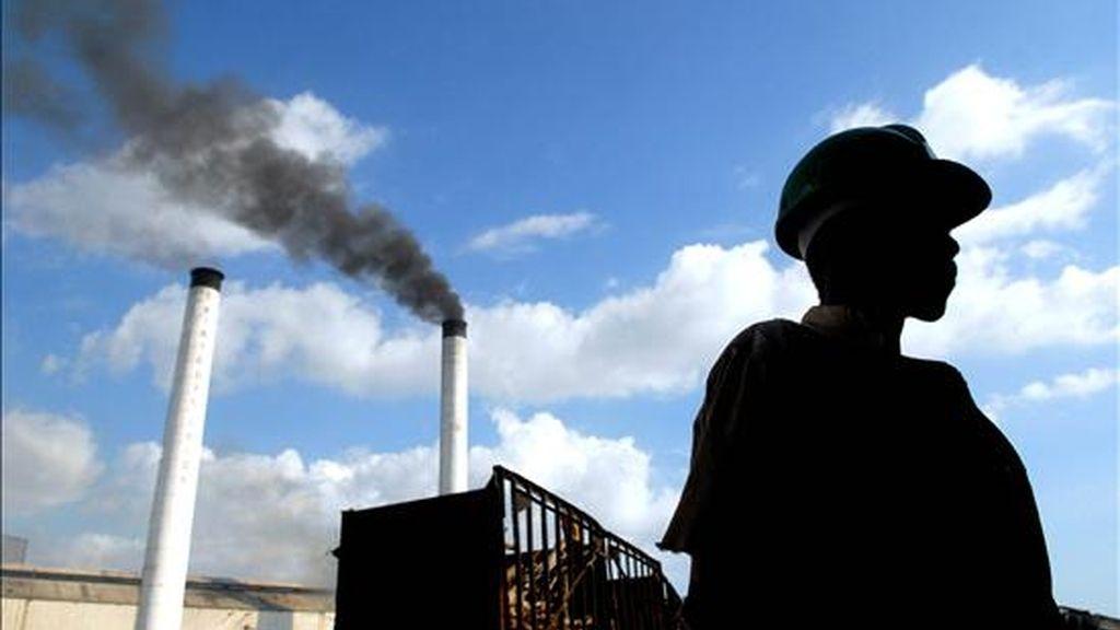 El proyecto se ejecuta en los bateyes (zonas cañeras) Pueblo Nuevo, La Cerca y Los Mameyes, donde viven cerca de 4.300 personas, que se quedaron sin empleo tras la privatización del ingenio azucarero San Luis, en 1999. EFE/Archivo