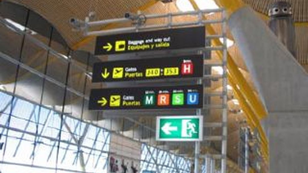 Los sindicatos anuncian huelgas durantes las fiestas navideñas, para oponerse a la privatización de los dos principales aeropuertos españoles: Barajas y El Prats