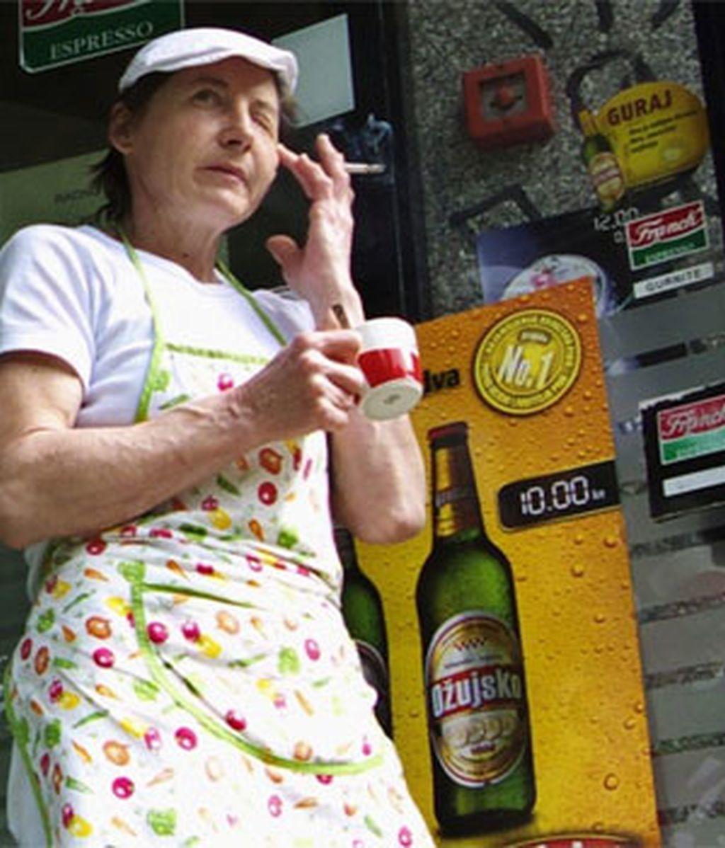 Alcohol, tabaco y comida basura provocan un envejecimiento prematuro de la piel. FOTO: REUTERS