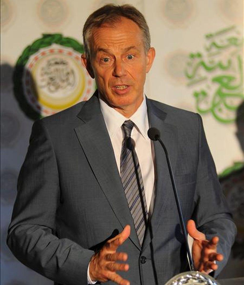 El enviado del Cuarteto para Oriente Medio, Tony Blair, ofrecen una rueda de prensa al término de su reunión con el secretario general de la Liga Árabe, Amre Moussa, en El Cairo (Egipto), hoy, 8 de julio de 2010. EFE