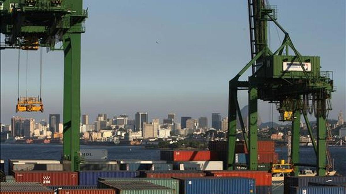 El superávit comercial brasileño se ha disparado hasta los 6.700 millones de dólares en el primer cuatrimestre de este año, un 51,3% más que en los primeros cuatro meses de 2008. EFE/Archivo