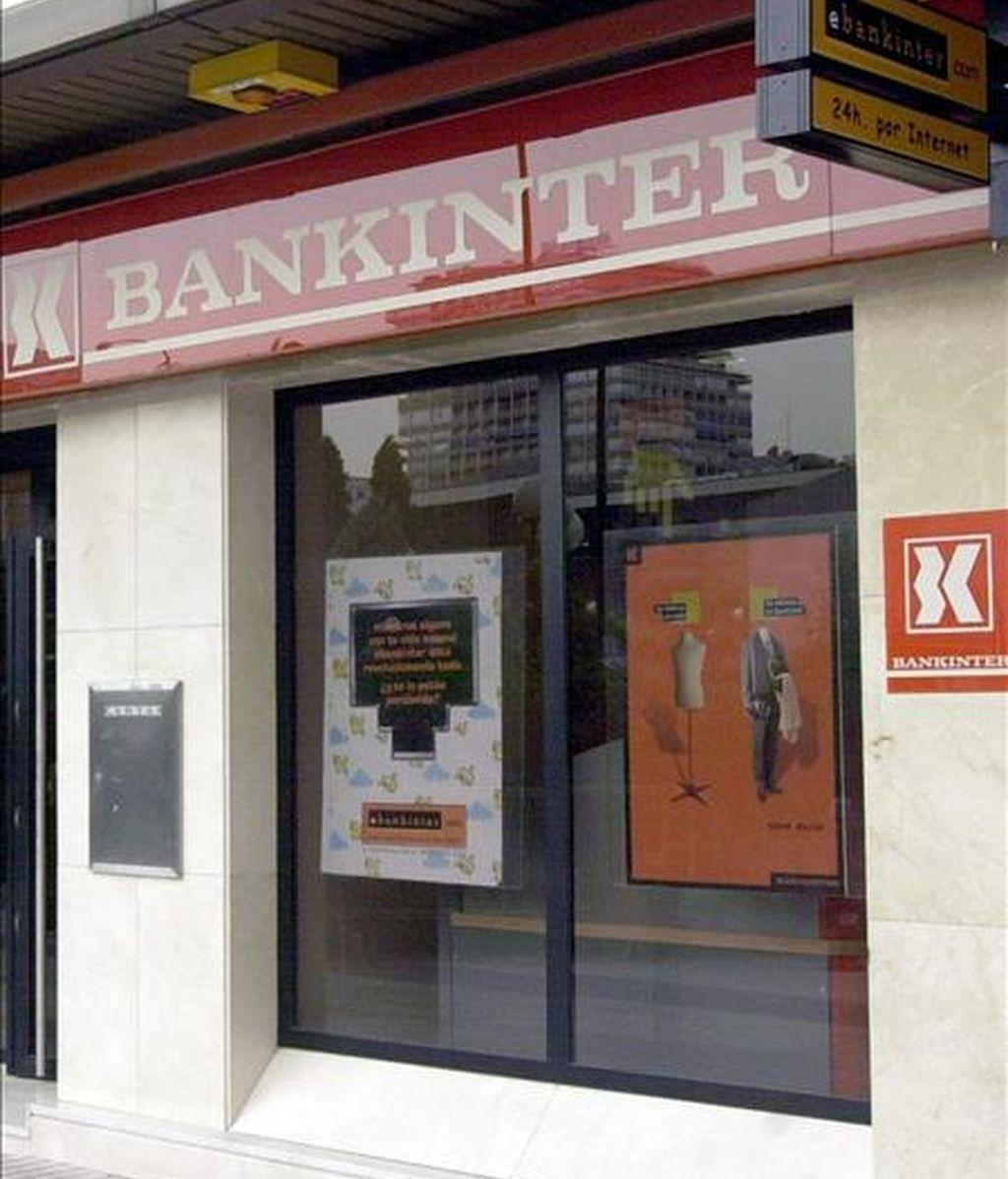 Fotografía de archivo tomada el 1 de agosto del 2001 de una sucursal de Bankinter en Madrid. EFE/Archivo