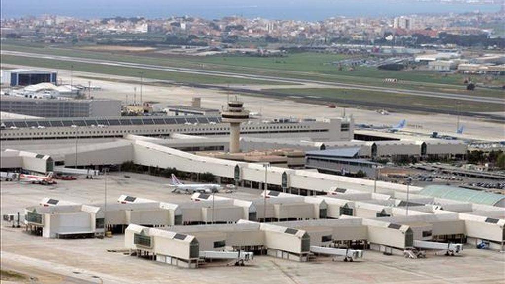 """Los aeropuertos de Palma, Menorca e Ibiza se encuentran en situación """"rate cero"""", es decir cerrado a las operaciones de aterrizaje y despegue, tras haber abandonado los controladores sus puestos de trabajo. EFE/Archivo"""