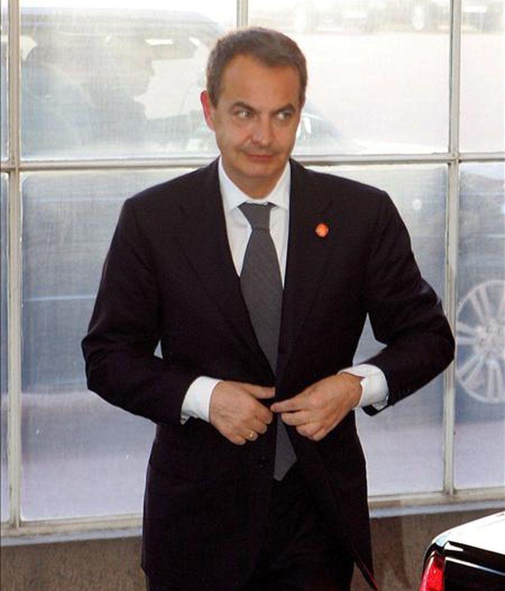 El líder del gobierno español, Jose Luis Rodriguez Zapatero, llega al Palacio de Buckingham en Londres (Reino Unido), para asistir a una recepción ofrecida por la Reina Isabel II previa a la Cumbre del G-20. EFE