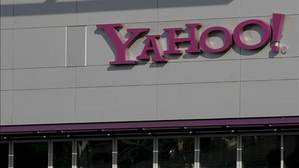 El portal de Internet Yahoo comunicó hoy una caída de su facturación y beneficio neto del 13 por ciento y del 78 por ciento, respectivamente, en el primer trimestre de 2009 y anunció que recortará su plantilla mundial en un 5 por ciento. EFE/Archivo