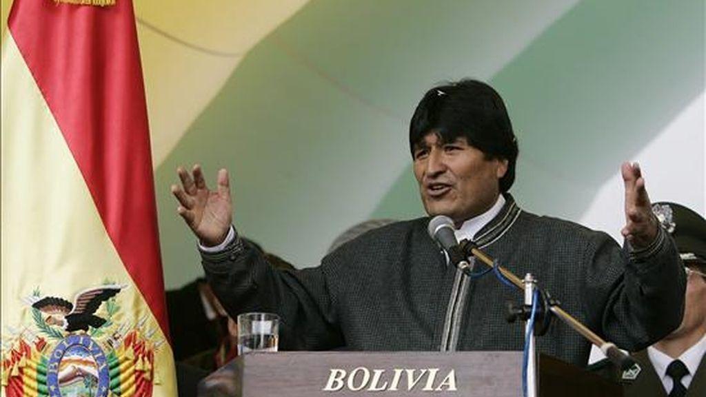 El presidente levantó ayer un ayuno de casi seis días al producirse el acuerdo político que le permitió promulgar la ley que garantiza comicios generales el 6 de diciembre y en los que Morales optará a ser reelegido para otro mandato hasta el año 2014. EFE