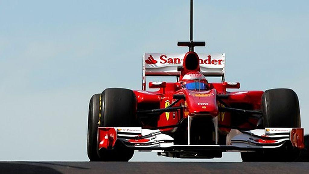 Felipe Massa prueba los neumáticos Pirelli en el circuito de Abu Dabi. FOTO: Archivo.