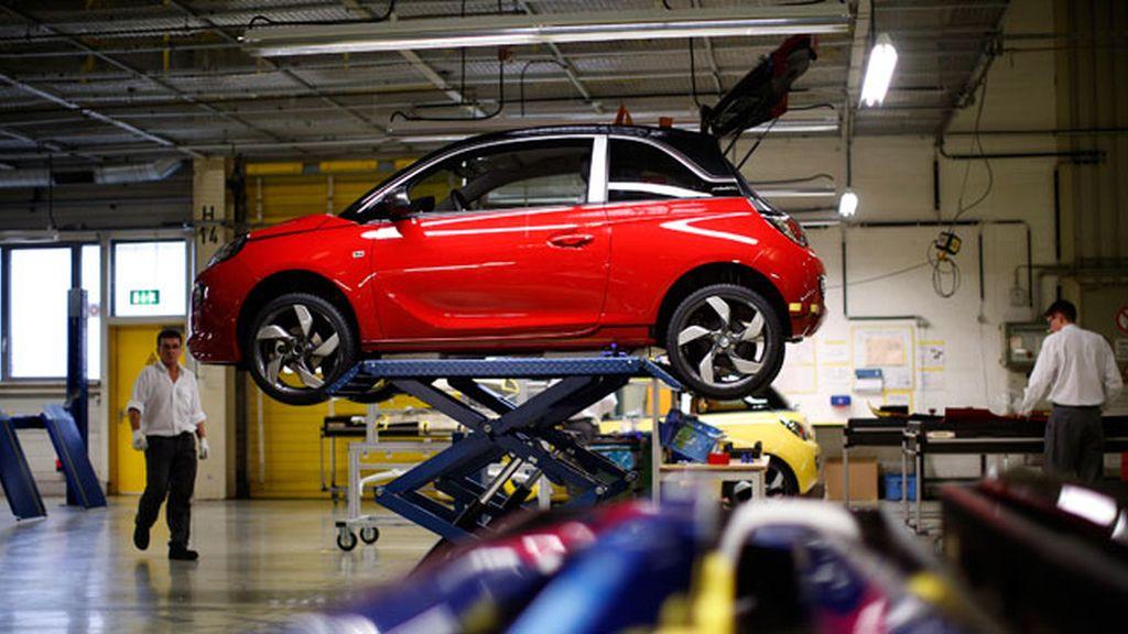 PSA cierra un acuerdo para comprar Opel a General Motors