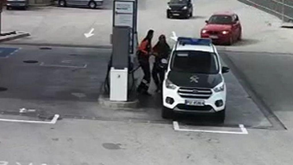 Lo detienen por llevar a su hija atada en el portabicicletas — Turquía
