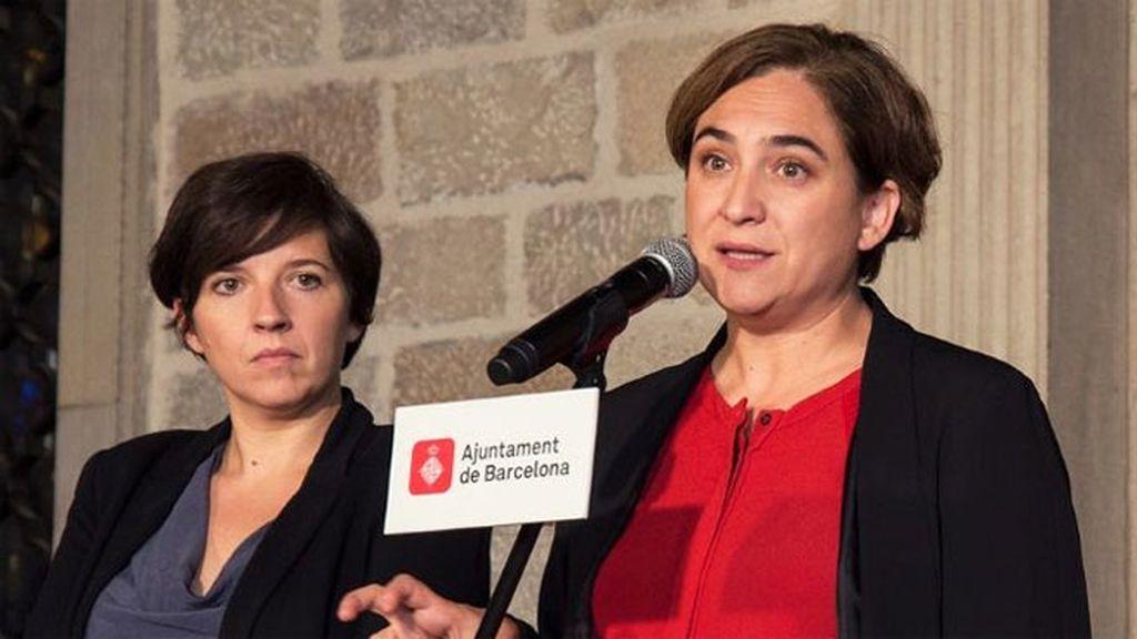 Ada Colau y Laia Ortiz