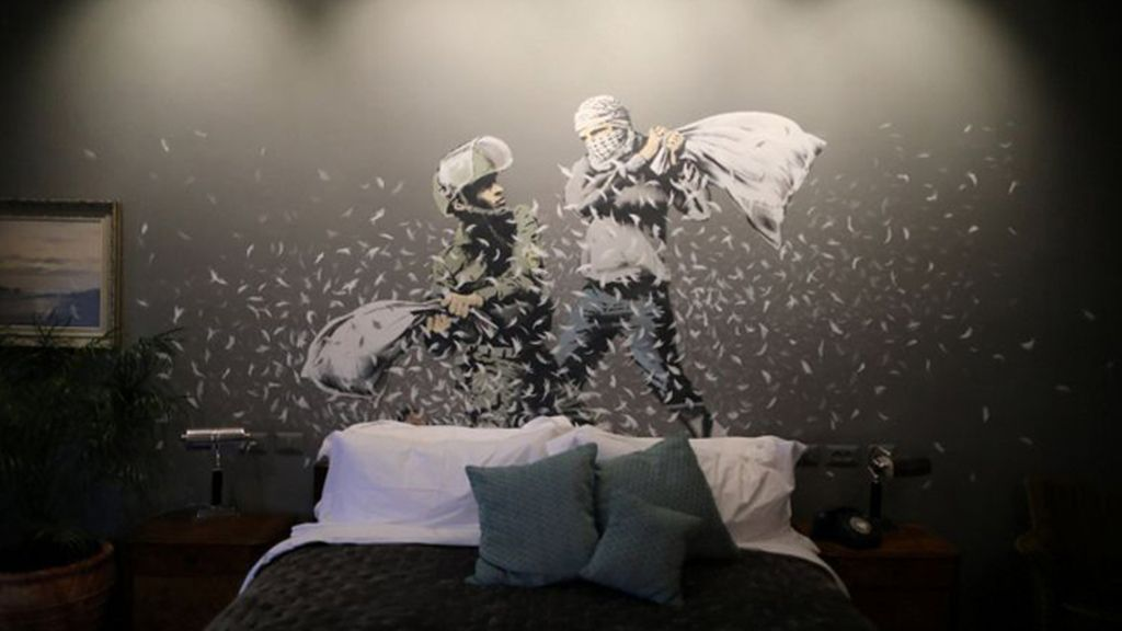 Banksy inaugura en Cisjordania un hotel con vistas al muro de separación