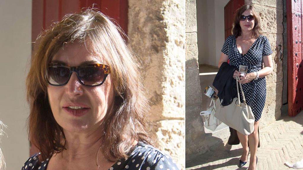 Carmen Martínez Bordiú pasó la tarde bajo el tendido de la plaza