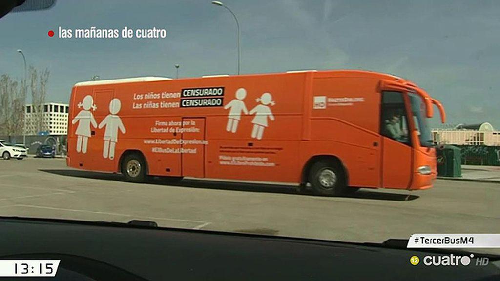 'Hazte Oír' circula con un nuevo autobús y  la policía les multa