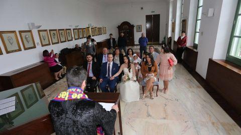 d64f91869 Polémica en Cádiz  Un concejal casa a una pareja disfrazado de cura ...