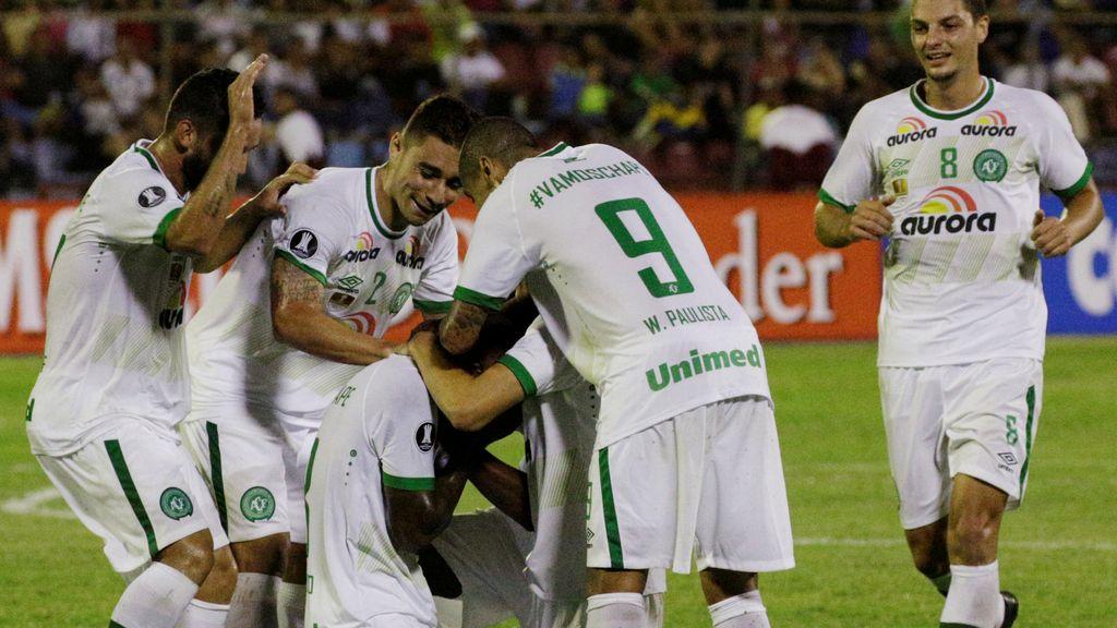 Primer partido del Chapecoense después de la tragedia aérea
