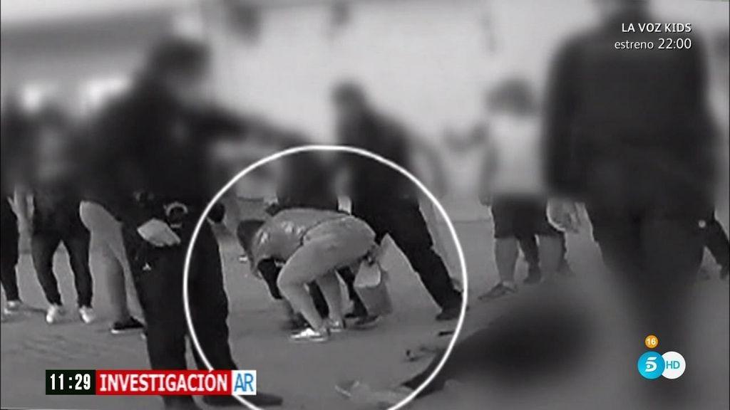 Crimen en Granada: 'AR' graba a una mujer llevarse una pistola delante de la policía