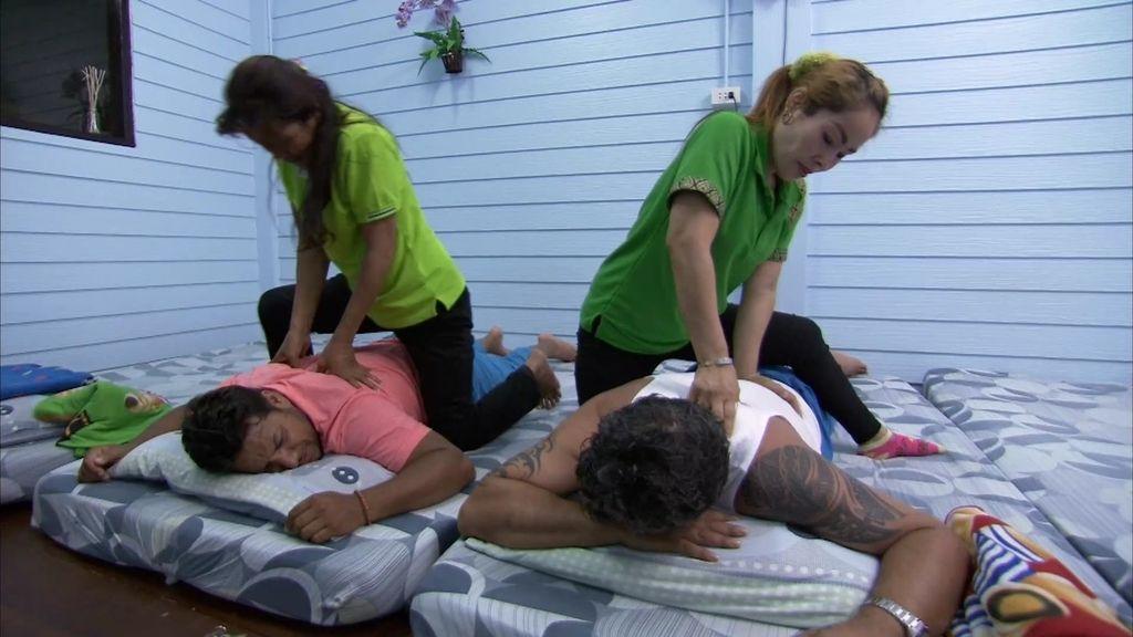 """Joaquín: """"No darte un masaje tailandés aquí es como no ver 'las 3.000' en Sevilla"""""""