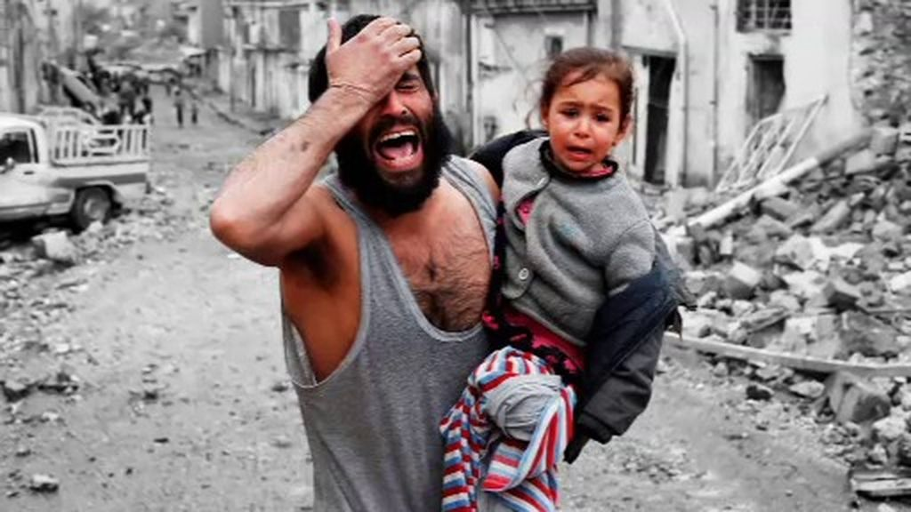 Miedo, llanto y alegría: fotografiados al dejar atrás el infierno del ISIS