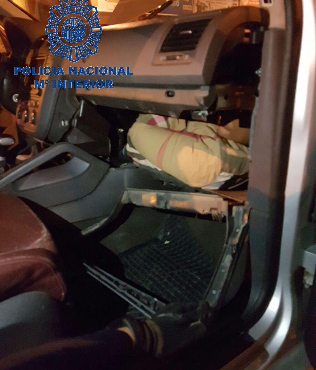 Uno de los inmigrantes que ha intentado entrar en España escondido en un coche