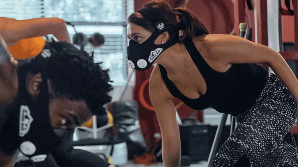 Nuevo accesorio estrella para el gimnasio: la máscara del mismísimo Hannibal Lecter