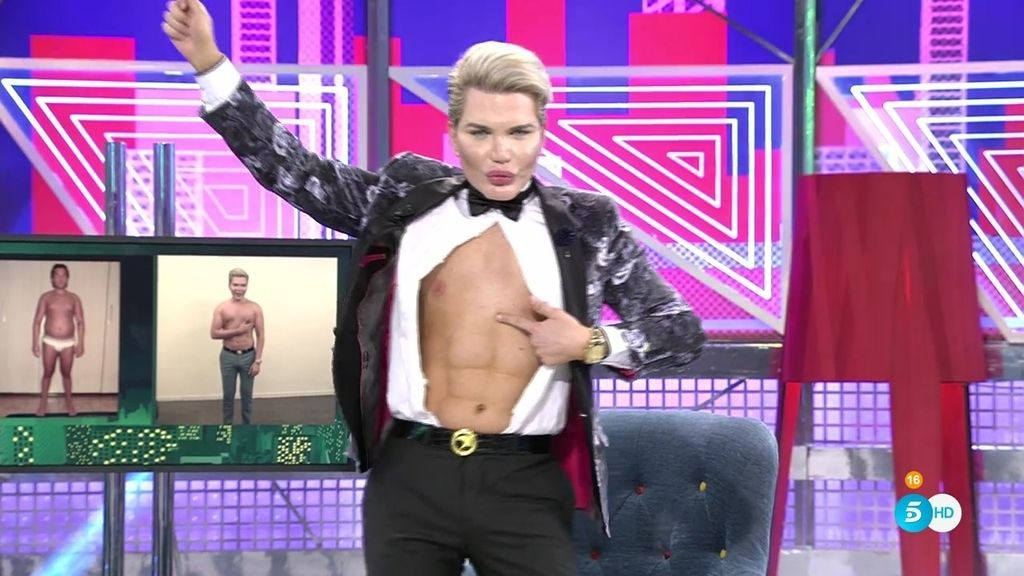 ¡El 'Ken humano' hace un 'striptease' y nos muestra sus abdominales operados!