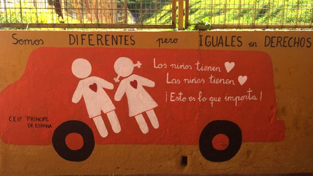 La inteligente respuesta de unos escolares onubenses al autobús de 'Hazte oír'