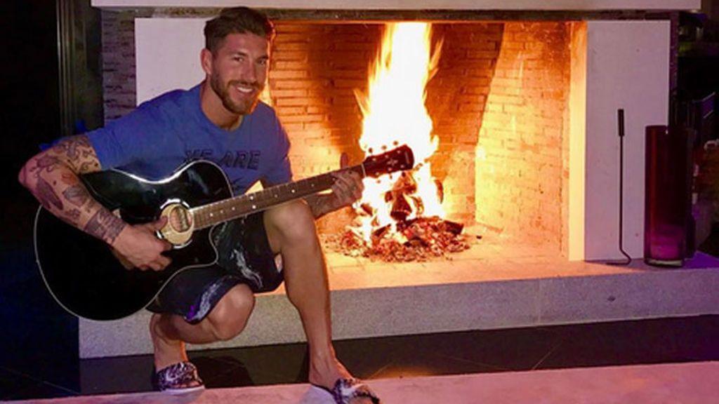 Sergio Ramos tiene en casa una chimenea... ¡con sus iniciales grabadas!