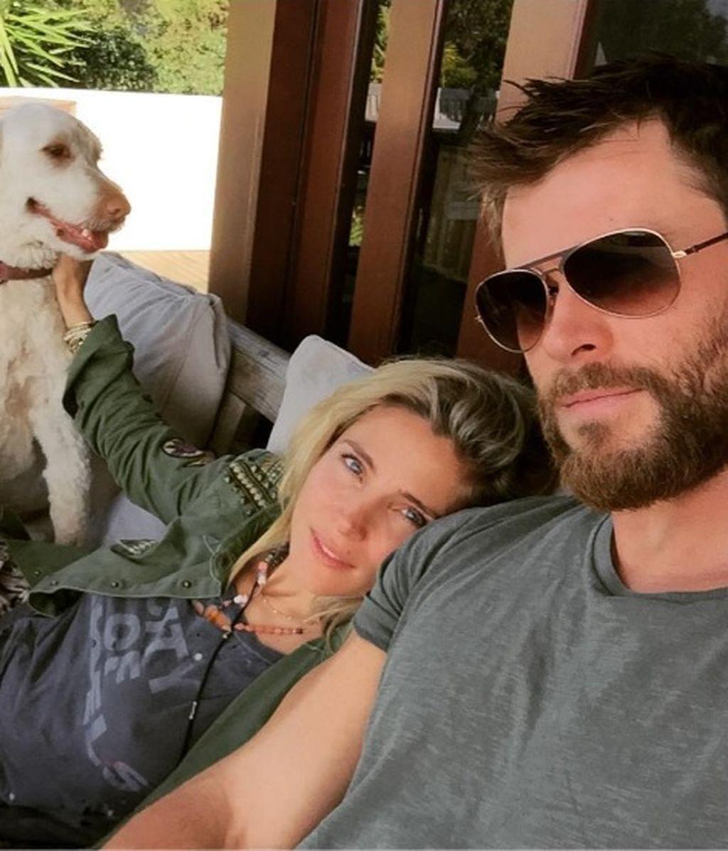 """Chris responde (con humor) a los rumores de crisis con Pataky: """"Buscando nueva esposa"""""""