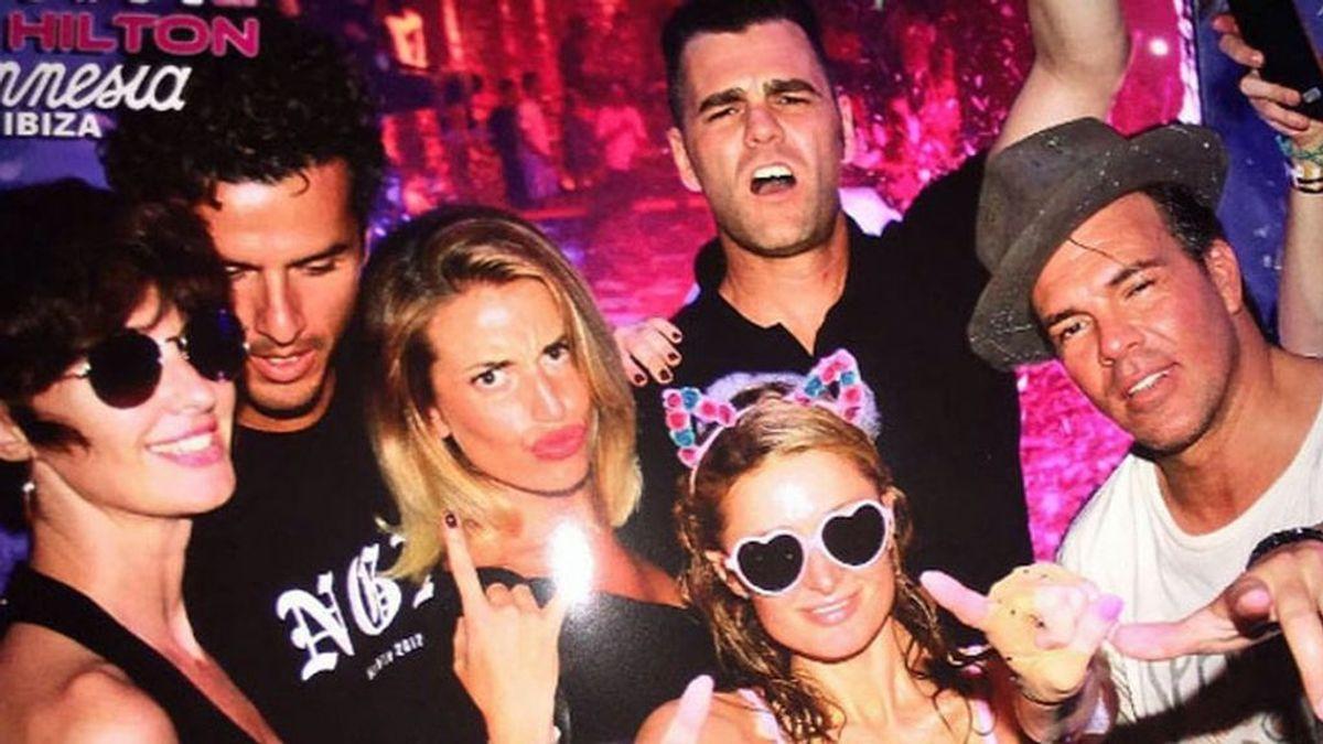 'What!?' ¿Qué hacían juntos Paz Vega, Fonsi Nieto, su novia y Paris Hilton en una fiesta?