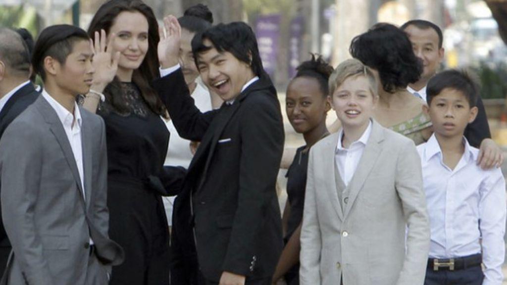 """Angelina: """"Son momentos difíciles, me centro en nuestros hijos y en unirnos en familia"""""""