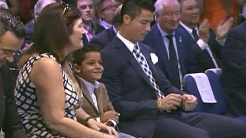 """Consejos de moda de Cristiano a su hijo: """"Le he dicho que no trajese calcetines blancos"""""""