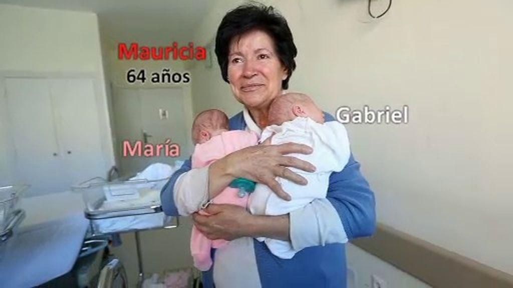 Mauricia quiere a sus tres hijos con ella