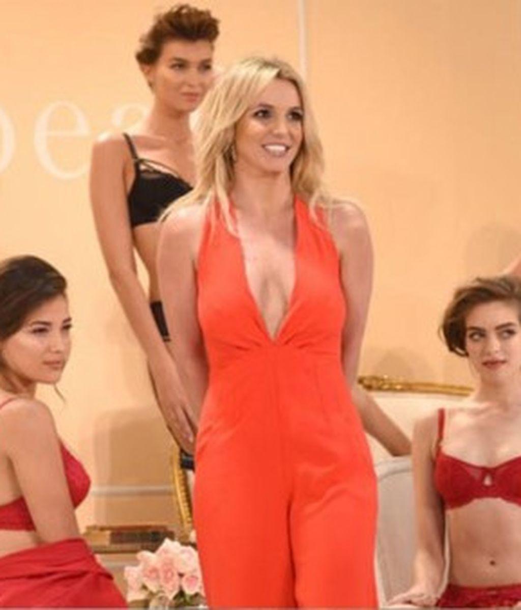 Momento diva Britney Spears: ¡28 segundos para presentar su colección de lencería!