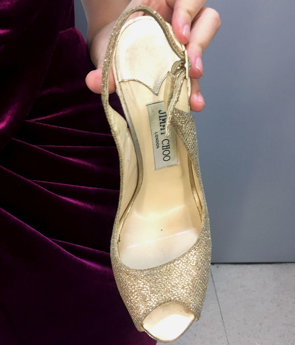 Look con toques dorados: elegancia y sofisticación