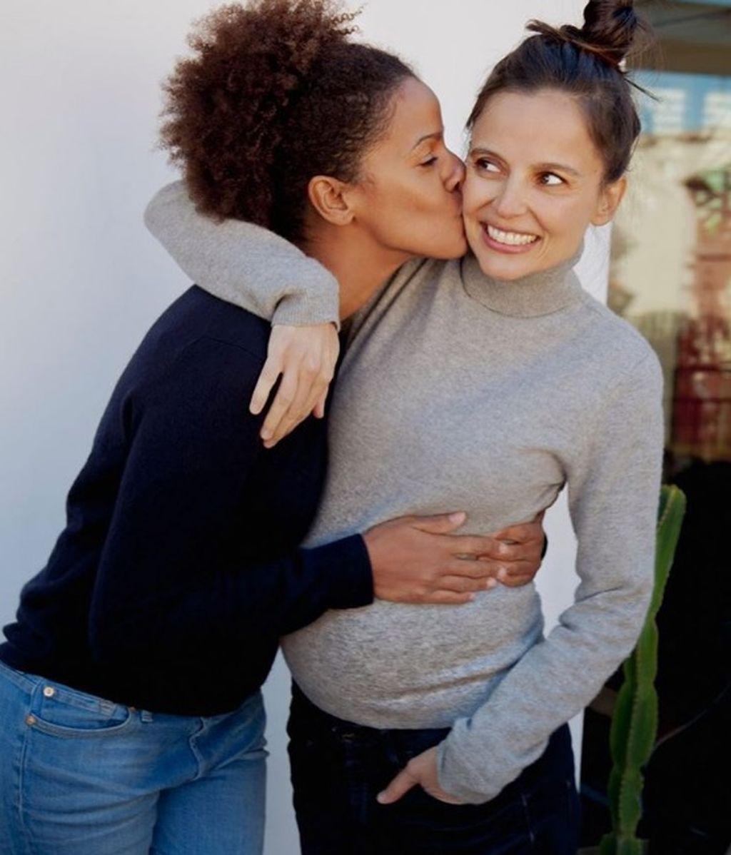 ¡Elena Anaya y su chica, mamás de un niño!