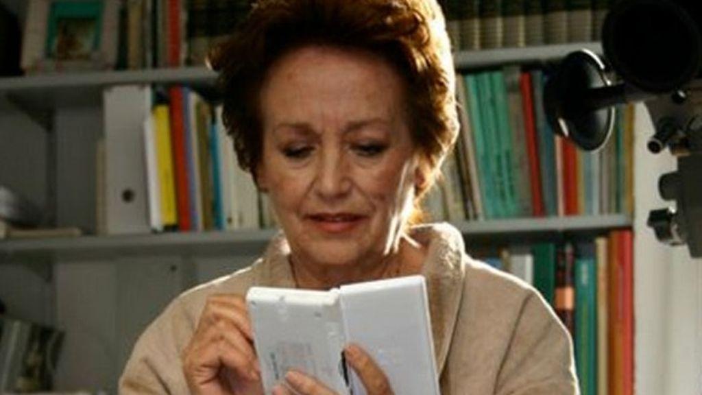 Fan de los videojuegos, nada 'roja' y rechazó a Almodóvar: Amparo Baró, más allá de Sole