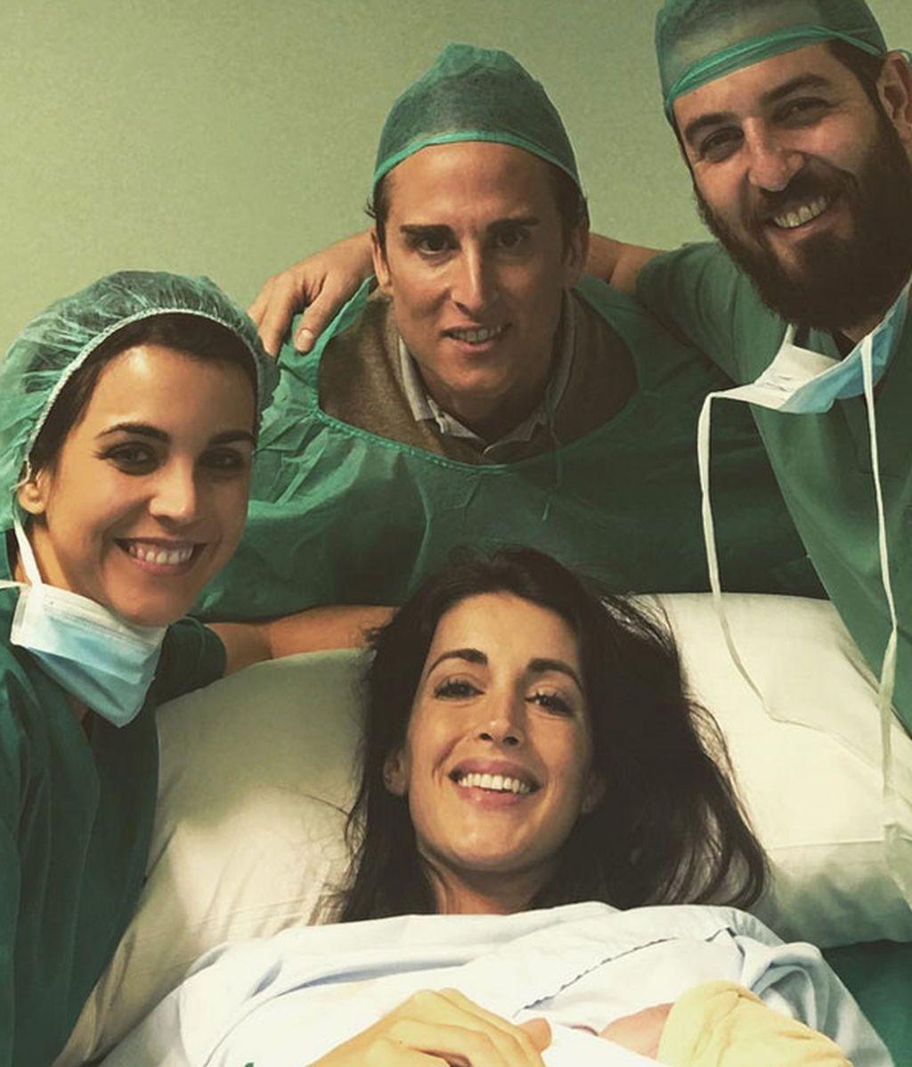 Noelia López, Arnaldo y su bebé: ¡primera foto de familia (con médicos incluidos)!