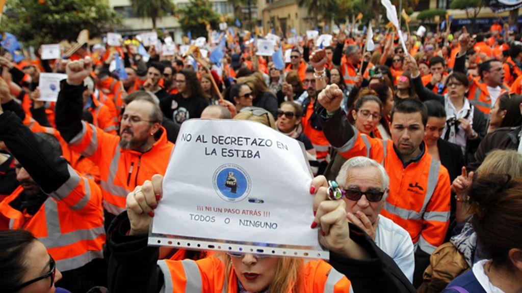 Fomento plantea a los estibadores un plan de prejubilaciones voluntarias