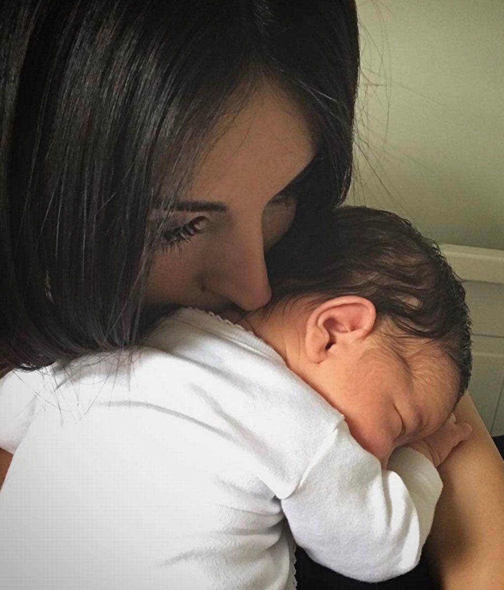 Selfie, mimitos y a conjunto con mamá: así está siendo el primer mes con Arnaldo