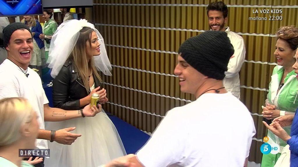 """Los concursantes descubren la broma de los brasileños: """"¡Antonio tiene un gemelo!"""""""