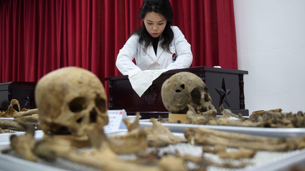 Exhumación de los restos de soldados chinos que lucharon en la guerra de corea