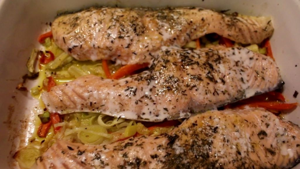 José Ribagorda nos enseña a cocinar escalopines de salmón con verduras